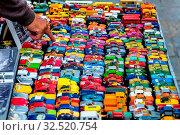 Viele bunte Spielzeugautos, Symbol für Kindheit, Hobby, Sammeln. Стоковое фото, фотограф Zoonar.com/Erwin Wodicka / age Fotostock / Фотобанк Лори