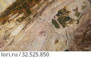 Купить «Открытый карьер по добыче полезных ископаемых», видеоролик № 32525850, снято 7 декабря 2019 г. (c) Евгений Ткачёв / Фотобанк Лори