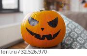 Купить «jack-o-lantern pumpkin at home on halloween», видеоролик № 32526970, снято 14 ноября 2019 г. (c) Syda Productions / Фотобанк Лори