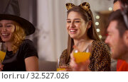 Купить «happy friends in halloween costumes at home party», видеоролик № 32527026, снято 18 ноября 2019 г. (c) Syda Productions / Фотобанк Лори