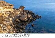 Купить «Каменистое побережье Кипра», фото № 32527078, снято 3 октября 2019 г. (c) Инна Грязнова / Фотобанк Лори