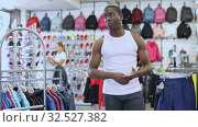 Купить «Portrait of smiling African American man in sporting goods store», видеоролик № 32527382, снято 5 апреля 2020 г. (c) Яков Филимонов / Фотобанк Лори
