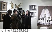 Купить «Директор Балашихинской картинной галереи Елистратова Елена Викторовна даёт интервью местному телевидению», эксклюзивное фото № 32535962, снято 30 ноября 2019 г. (c) Дмитрий Неумоин / Фотобанк Лори