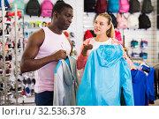 Woman and man in sporting goods store. Стоковое фото, фотограф Яков Филимонов / Фотобанк Лори