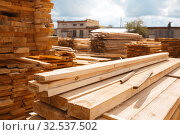 Boards on timber mill warehouse outdoor, nobody. Стоковое фото, фотограф Tryapitsyn Sergiy / Фотобанк Лори