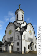 White Stone Church of Holy Martyr Elizabeth. Opalikha Microregion, Krasnogorsk, Russia. Редакционное фото, фотограф Валерия Попова / Фотобанк Лори