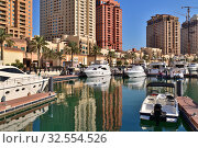Купить «Doha, Qatar - Nov 23. 2019. Marina on the Pearl Island», фото № 32554526, снято 23 ноября 2019 г. (c) Володина Ольга / Фотобанк Лори