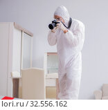 Forensic expert at crime scene doing investigation. Стоковое фото, фотограф Elnur / Фотобанк Лори