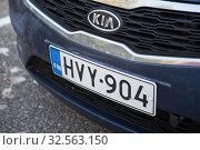 Finnish licence plate is on rear of Kia car. It is European type plate with blue sign of EU and FIN inscription on side of shield (2019 год). Редакционное фото, фотограф Кекяляйнен Андрей / Фотобанк Лори
