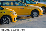 Taxi in the parking lot. Стоковое фото, фотограф Юрий Бизгаймер / Фотобанк Лори
