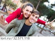 guy and girl posing outdoors. Стоковое фото, фотограф Яков Филимонов / Фотобанк Лори