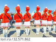 Russia, Samara, June 2017: beautiful, smart young drummers are marching in a procession dedicated to graduates of schools on the Volga river embankment on a sunny summer day. Редакционное фото, фотограф Акиньшин Владимир / Фотобанк Лори