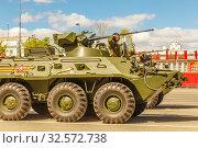 Купить «Russia, Samara, May 2017: BTR-80 armored personnel carrier on Kuybyshev Square on Victory Day on a spring sunny day.», фото № 32572738, снято 7 мая 2017 г. (c) Акиньшин Владимир / Фотобанк Лори