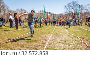 Купить «Russia, Samara, April 2017: children's relay race, together with their parents for the opening of the bike season in the city park on a spring sunny day.», фото № 32572858, снято 29 апреля 2017 г. (c) Акиньшин Владимир / Фотобанк Лори