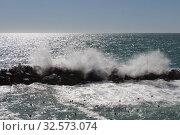 Waves are crashing on a group of stones. Стоковое фото, фотограф Daria Trefilova / Фотобанк Лори
