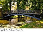 Alte Stahlbrücke über einem Bach. Стоковое фото, фотограф Zoonar.com/HPS / easy Fotostock / Фотобанк Лори