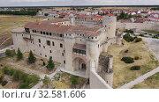 Купить «Aerial panoramic view of small Spanish town of Cuellar overlooking ancient fortified castle», видеоролик № 32581606, снято 20 июня 2019 г. (c) Яков Филимонов / Фотобанк Лори