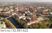 Panoramic aerial view of autumn Hradec Kralove townscape with Renaissance clock tower and Gothic Cathedral on sunny day, Czech Republic (2019 год). Стоковое видео, видеограф Яков Филимонов / Фотобанк Лори
