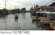 Купить «Утро в Бангкоке. Таиланд», видеоролик № 32587482, снято 29 декабря 2018 г. (c) Виктор Карасев / Фотобанк Лори