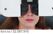 Купить «Ophthalmology treatment - a young woman checking her visual acuity with a special optometry equipment - a machine changing lenses», видеоролик № 32587910, снято 24 февраля 2020 г. (c) Константин Шишкин / Фотобанк Лори