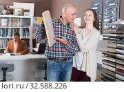 Купить «Couple buys a kitchen furniture set», фото № 32588226, снято 4 апреля 2017 г. (c) Яков Филимонов / Фотобанк Лори