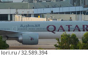 Купить «Airplane taxiing after landing», видеоролик № 32589394, снято 27 ноября 2019 г. (c) Игорь Жоров / Фотобанк Лори