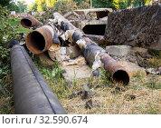Демонтированные старые магистральные трубы системы отопления. Стоковое фото, фотограф Вячеслав Палес / Фотобанк Лори