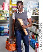 Купить «Man with cart shopping in store», фото № 32600586, снято 7 ноября 2018 г. (c) Яков Филимонов / Фотобанк Лори