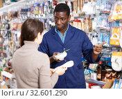 Купить «Household store seller working with client», фото № 32601290, снято 21 января 2019 г. (c) Яков Филимонов / Фотобанк Лори