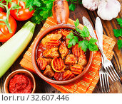 Купить «Мясо с овощами. Вид сверху», фото № 32607446, снято 3 декабря 2019 г. (c) Надежда Мишкова / Фотобанк Лори