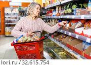 Купить «Mature woman shopping in supermarket», фото № 32615754, снято 8 февраля 2019 г. (c) Яков Филимонов / Фотобанк Лори