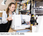 Portrait of woman designer who is working with sewing machine. Стоковое фото, фотограф Яков Филимонов / Фотобанк Лори