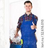 happy builder handyman giving thumbs up. Стоковое фото, фотограф Яков Филимонов / Фотобанк Лори