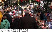 Купить «BARCELONA, SPAIN - DECEMBER 1, 2015:  People  walking at Christmas market near Cathedral in evening. Barcelona, Spain.  Kiosks with Traditional Christmas toys and gifts», видеоролик № 32617206, снято 1 декабря 2015 г. (c) Яков Филимонов / Фотобанк Лори