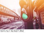 Купить «Traffic light, Bataille de Stalingrad square Paris», фото № 32627302, снято 7 февраля 2018 г. (c) Сергей Новиков / Фотобанк Лори
