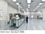 Купить «Moscow, Russia - Dec. 5.2019. Worker at the machine in Mikron - largest plant for production of chips. Zelenograd», фото № 32627586, снято 5 декабря 2019 г. (c) Володина Ольга / Фотобанк Лори