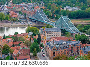 DRESDEN, GERMANY - AUGUST 21: Aerial view over Dresden, Germnay on August 21, 2018. View from Loschwitz to the famous bridge called Blaues Wunder (blue wonder). Стоковое фото, фотограф Zoonar.com/manfredxy / age Fotostock / Фотобанк Лори