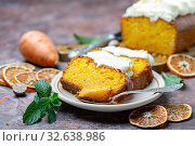 Купить «Slices of homemade carrot cake on a ceramic plate», фото № 32638986, снято 24 октября 2019 г. (c) Марина Сапрунова / Фотобанк Лори