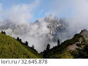 Купить «Wolken, nebel, marchreisenspitze, stubai, stubaital, berg, berge, alpen, hochgebirge, tirol, österreich, wolke, meteorologie, wolkenhimmel, wetter, klima, gipfel, nebel», фото № 32645878, снято 28 января 2020 г. (c) easy Fotostock / Фотобанк Лори
