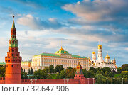 Купить «Большой Кремлевский Дворец. Лето. Закат. Москва», фото № 32647906, снято 10 августа 2019 г. (c) E. O. / Фотобанк Лори