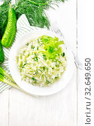 Салат из капусты с огурцом в тарелке на светлой доске сверху. Стоковое фото, фотограф Резеда Костылева / Фотобанк Лори