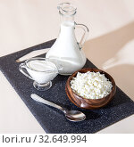 Купить «Food is a source of calcium, magnesium, protein, fats, carbohydrates, balanced diet. Fresh dairy products on the table: cottage cheese, sour cream, milk, contain casein, albumin, globulin, free lactose», фото № 32649994, снято 14 декабря 2019 г. (c) Светлана Евграфова / Фотобанк Лори