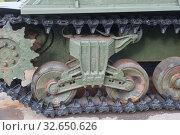 """Американский танк М4А2 """"Шерман"""", поставляемый в СССР по ленд-лизу, в Тульском парке """"Патриот"""", вид на гусеницу. Редакционное фото, фотограф Малышев Андрей / Фотобанк Лори"""