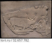 Wall Fragment from a Tomb Depicting a Herdsman, First Intermediate Period, Dynasties 9–10 (about 2060–2025 BC), Egyptian, Saqqara, Egypt, Limestone, 26.5 × 36 × 9 cm (10 7/16 × 14 3/16 × 3 1/2 in.) Редакционное фото, фотограф ARTOKOLORO QUINT LOX LIMITED / age Fotostock / Фотобанк Лори