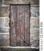 Купить «Old wooden hinged door, with iron hinges in the stone house. Retro style.», фото № 32664366, снято 4 апреля 2020 г. (c) easy Fotostock / Фотобанк Лори