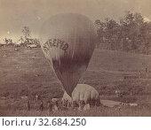 Professor Lowe Inflating Balloon Intrepid, Studio of Mathew B. Brady (American, about 1823 - 1896), 1862, Albumen silver print, 8.1 × 10.5 cm (3 3/16 × 4 1/8 in.) (2019 год). Редакционное фото, фотограф ARTOKOLORO QUINT LOX LIMITED / age Fotostock / Фотобанк Лори