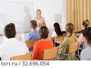Купить «Mature female giving presentation for students», фото № 32696054, снято 31 марта 2020 г. (c) Яков Филимонов / Фотобанк Лори
