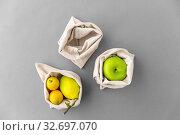 Купить «fruits in reusable canvas bags for food shopping», фото № 32697070, снято 3 мая 2019 г. (c) Syda Productions / Фотобанк Лори