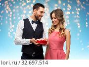 Купить «happy couple with chocolate box in shape of heart», фото № 32697514, снято 30 ноября 2018 г. (c) Syda Productions / Фотобанк Лори