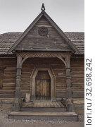 "Wooden house in museum of Zaporizhian Cossacks ""Zaporizhian Sich"" of Khortytsia, Zaporozhye city, Ukraine (2019 год). Стоковое фото, фотограф Некрасов Андрей / Фотобанк Лори"